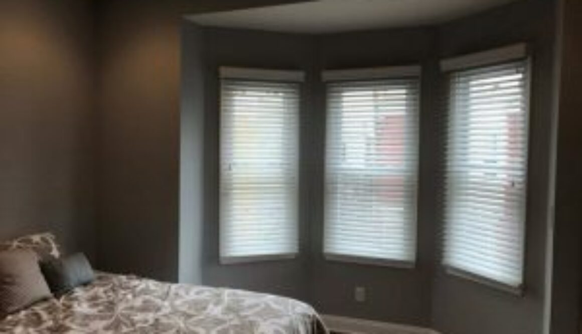 difference between light filtering and room darkening blinds